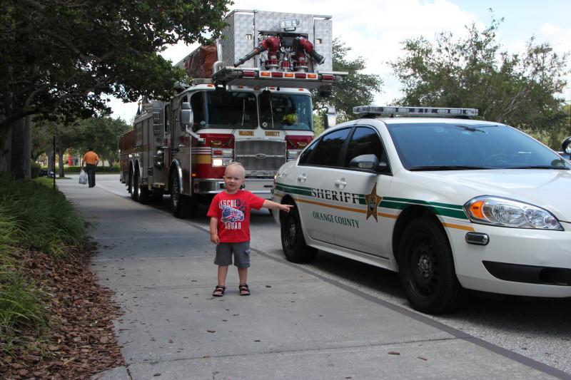 Kevin på jakt etter politi og brannbiler